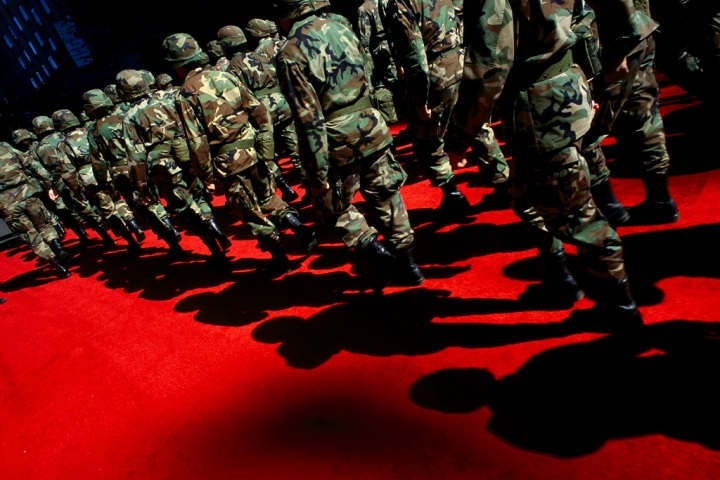 62-soliders-on-red-carpet